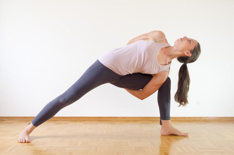 Personal-Yoga-Berlin_Team_Yamina V._Utthita Parsvakonasana